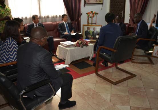科特迪瓦体育部新任部长会见阿比让体育场项目现场管理组