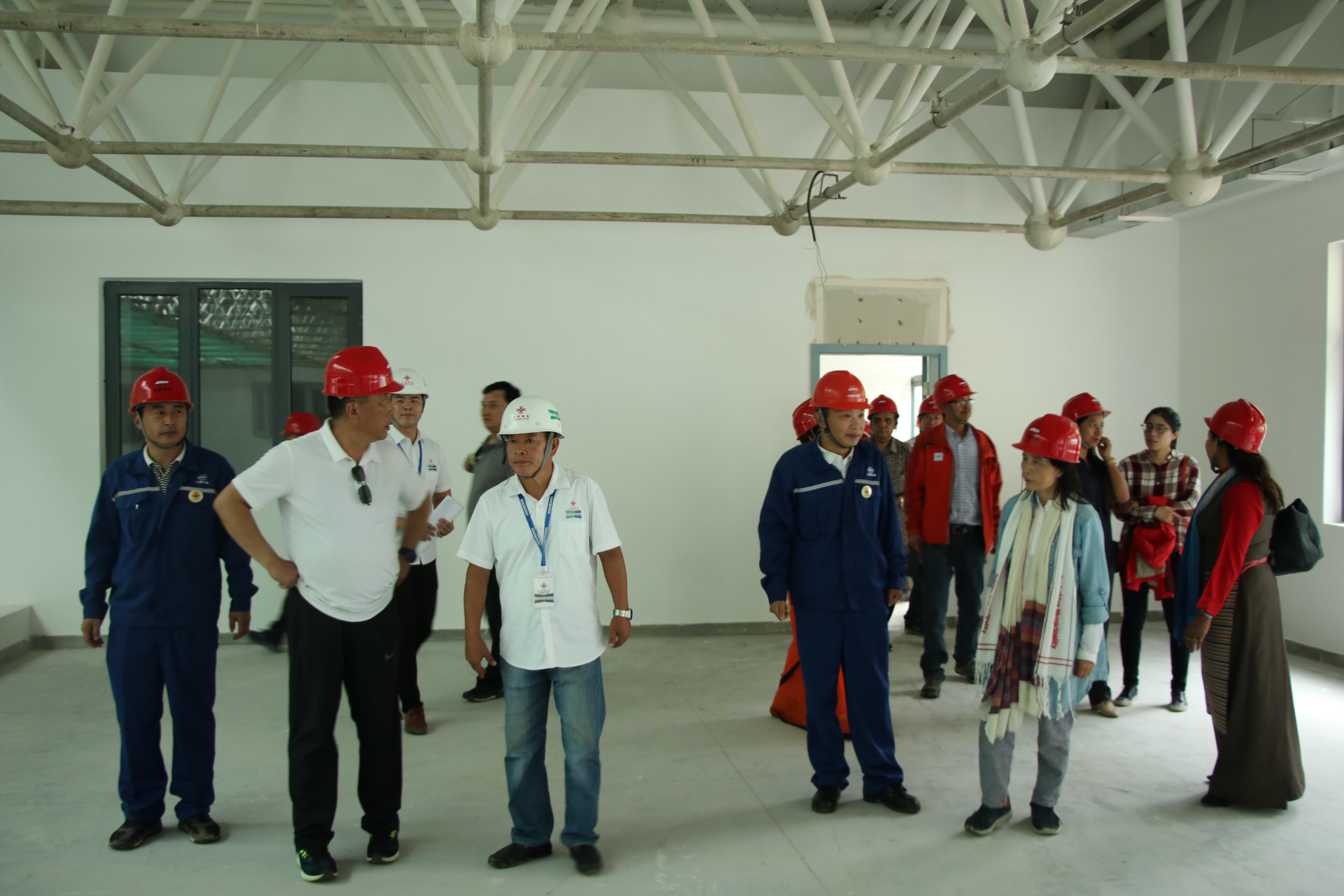 中尼双方代表视察援尼泊尔塔托帕尼边检站灾后恢复项目